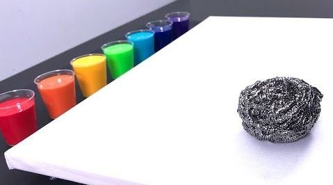 Dibujo fluido con pintura acrílica y estropajo de aluminio