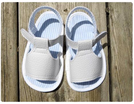 Patrón gratis Sandalias de polipiel para bebé