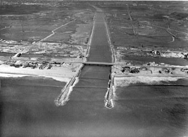 hp196bw-aerial-of-ballona-creek-beach-wetlands-10-24-41