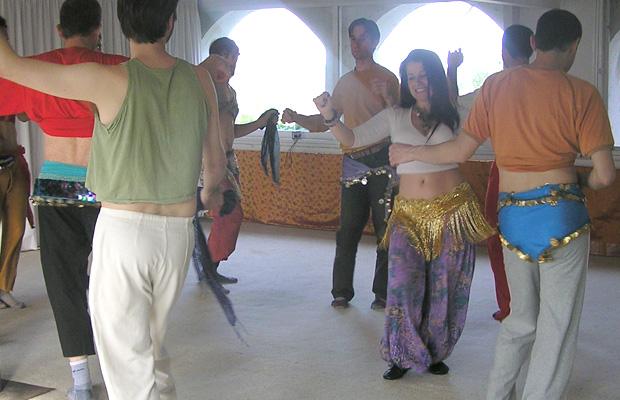 clase-danza-del-vientre-hombres-con-marina-salvador-1