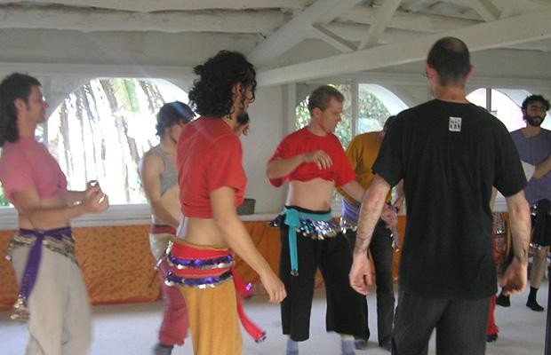 clase-danza-del-vientre-hombres-con-marina-salvador-2
