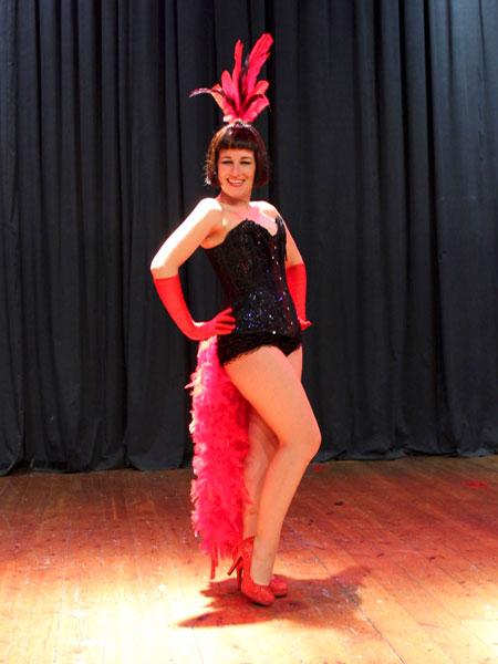 Vedettes-Burlesque-Actuacion-Marina-Salvador