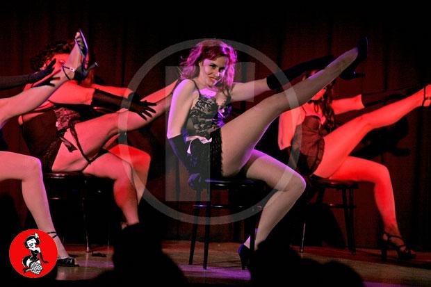 Actuacion-burlesque-barcelona-marina-salvador-sexy-chair-3