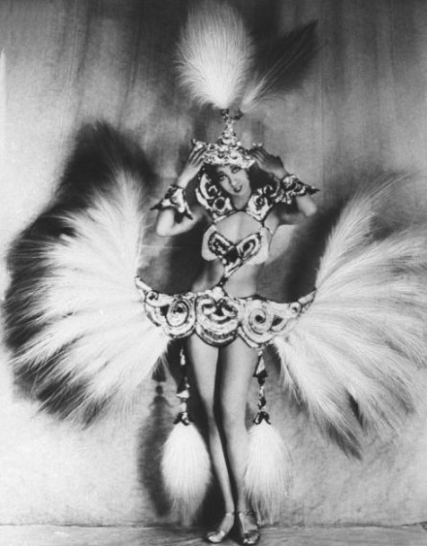 josephine-baker_feathered_1
