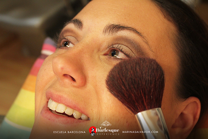 como-maquillarse-pinup-17