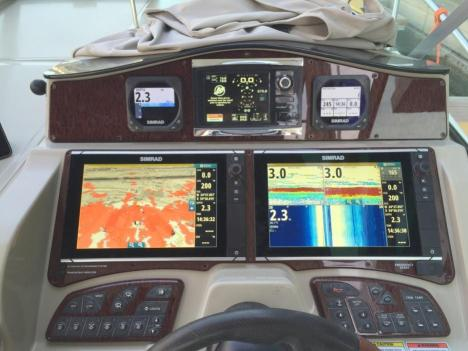 Sea Ray 310 Simrad VesselView Helm