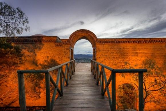 Portal de acceso en Casa de Campo en Villa de Leyva, Colombia.
