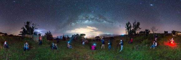 Estudiantes de Fotografía viendo la Vía Láctea