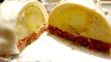 Intérieur de la bûche de noël au sirop d'érable, pommes et cidre