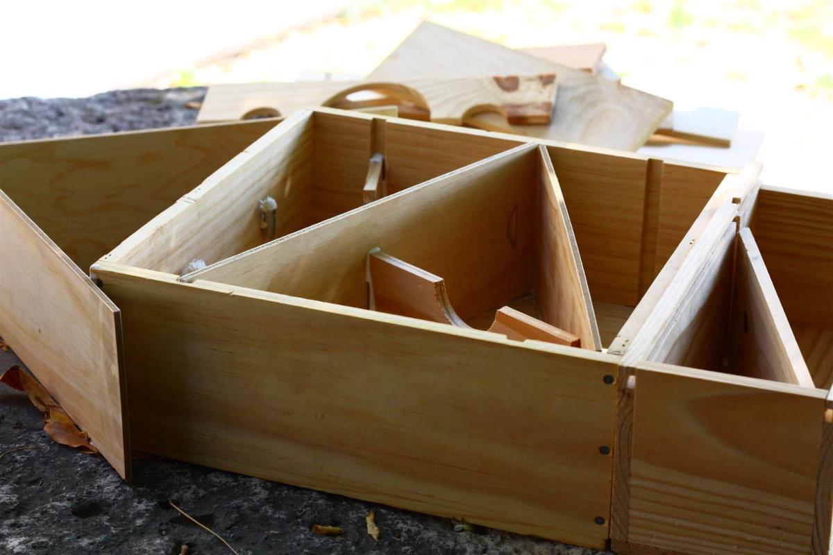 Recycler des caisses en bois fabrication d une cabane insectes marion barral - Maison a insectes fabrication ...