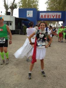photo de marion barral à l'arrivée du marathon du médoc 2013