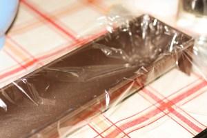 Film plastique dans la gouttière à bûche