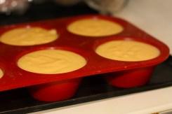 Photo de l'insert poire / pistache dans des moules à muffin
