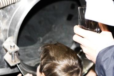 entrée d'une cuve à vin en inox