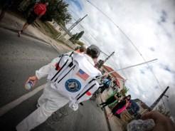 coureur costumé au marathon du Médoc