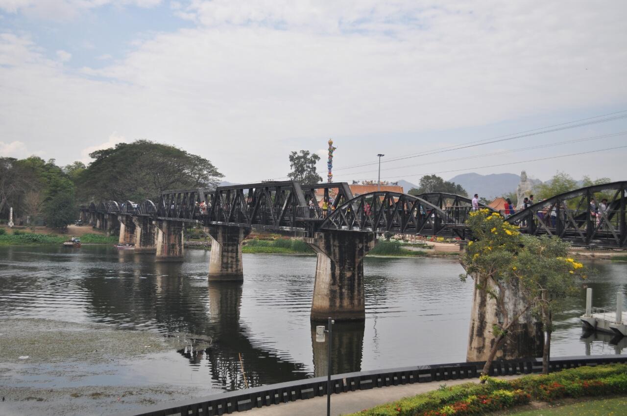 Kanchanaburi, ville historique, et le parc Erawan