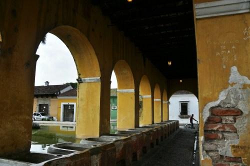 Antigua_lavoir-couvent-Santa-Clara