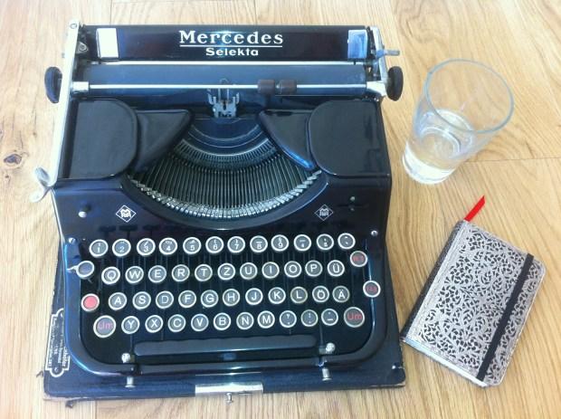 typewriter-512149_1920