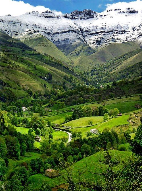 Valle del Pisuena, Cantabria, Spain