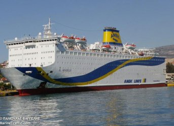Tourist Ferry with 1,000 Onboard Evacuated After FIRE Breaks Out