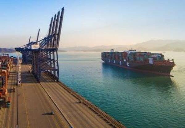 Hapag-Lloyd First In World To Convert Large Container Ship To LNG 1