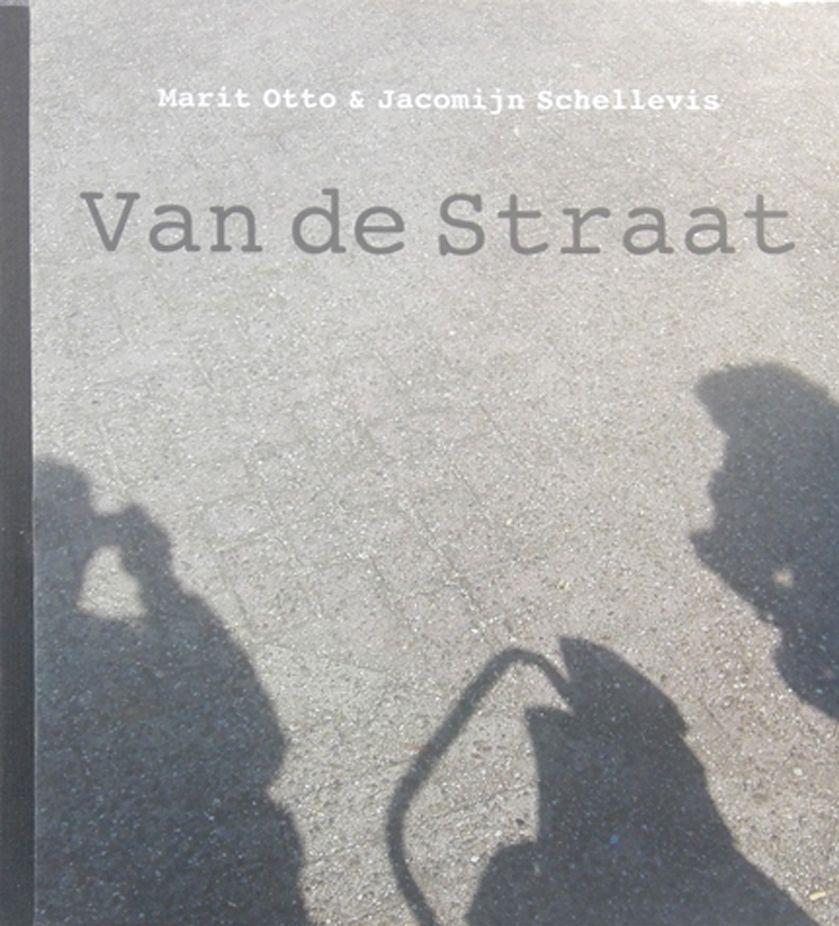 Van De Straat, boek over gelijknamige project Van de Straat. Zie ook werken met speciale groepen.