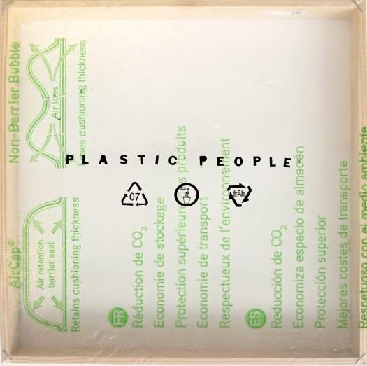 plastic-people-2019-verbal-no.9-tekst- plakletters-op-plastic-zak