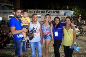 Família reunida a Praça Matriz