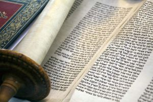 scrolls__jewish_synagogue_bowland_st_september_12_2010_sm.jpg