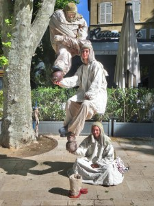Bizarre human statue in Aix-en-Provence, where the students rule.  And no, there was no obvious way to figure out how they all stayed aloft.