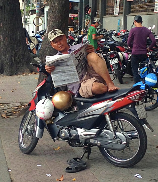 I take great pride in being able to get comfortable pretty much anywhere and read, but the Vietnamese put me to shame. You see this everywhere.