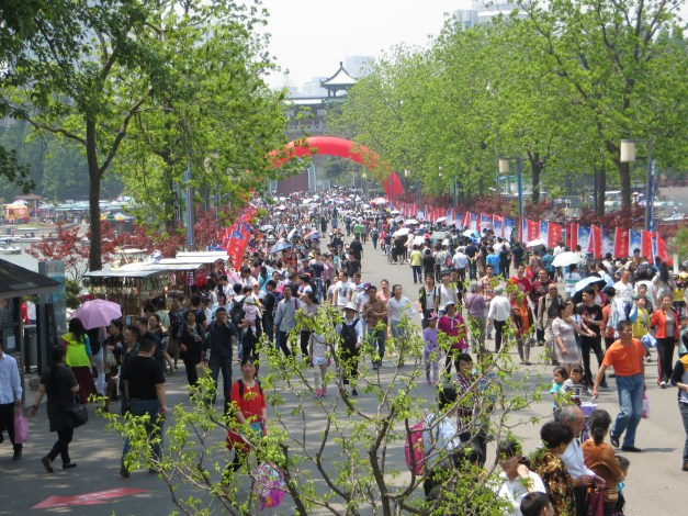 May Day morning in Nanjing. This is the bridge connecting the islands of Xuanwu Lake to the mainland, and it was packed all day with people coming to enjoy the beauty.