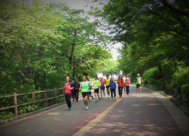The Happy Legs running club, with blind runners tethered to and guided by those who could see.