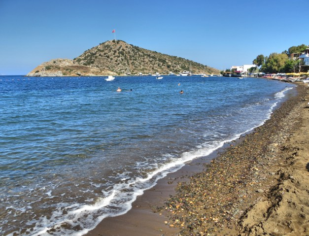 The relatively simple beach at Gümüslück. The beach was just ordinarily fabulous for the Mediterranean, but it's where we got our first pretty-much-perfect Turkish lunch.