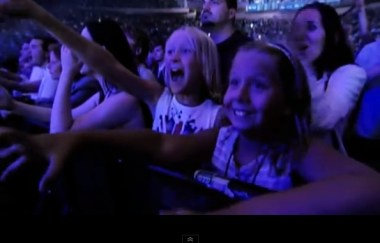 michael jackson excited girls at 30th anniversary concert