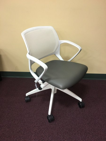 9 TO 5 ZOOM TASK CHAIR
