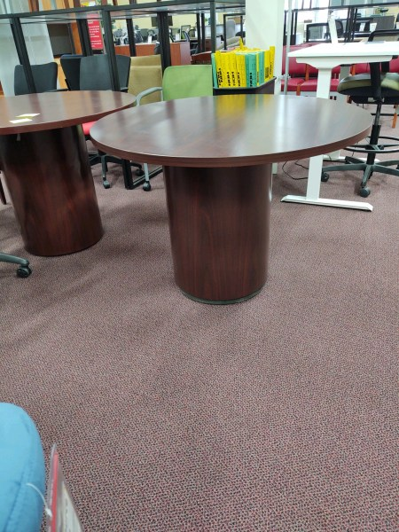 """Pre-owned 42"""" Round Table"""