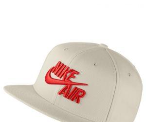 Nike Unisex Sportswear Pro Cap – light bone/habanero red