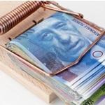 η ελβετική κεντρική τράπεζα αναχαιτίζει το φράγκο συνδέοντας το με το ευρώ