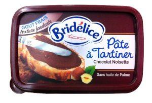 Après Philadelphia Milka, Elle & Vire, St Hubert et Président, c'est à Bridélice (Lactalis) de se convertir aux recettes chocolatées. La barquette de 200 g de pâte à tartiner est proposée à 1,78 € depuis fin septembre.