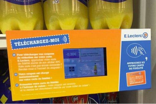 La NFC embarquée dans la carte fidélité Leclerc permet d'y charger des bons de réduction.
