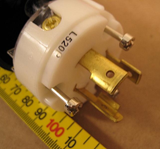 L520 P Turnlok Plug 20a 125v 2p 3w Grdg Nema L5 20p Pass