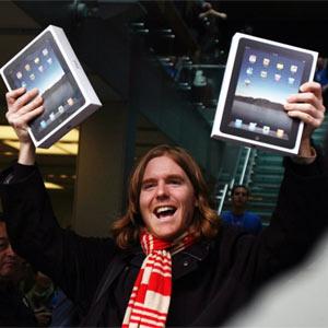El iPad aventaja al iPhone con más de 300.000 ventas en su primer día de lanzamiento