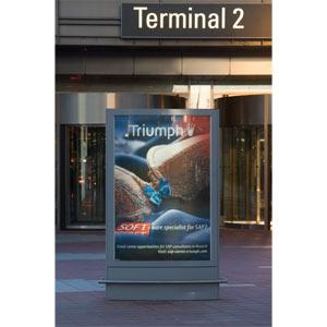 Triumph utiliza la publicidad exterior para reclutar nuevo personal