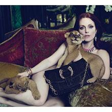 El desnudo de Julianne Moore para Bvlgari provoca controversia