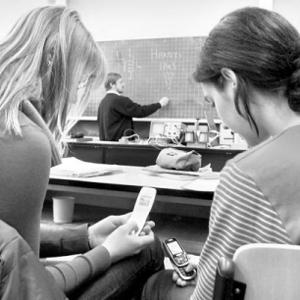 Los adolescentes envían y reciben 3.339 SMS de media al mes