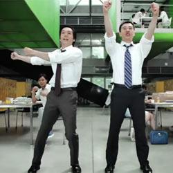 """Microsoft """"tira la casa por la ventana"""" en la campaña publicitaria de Kinect"""
