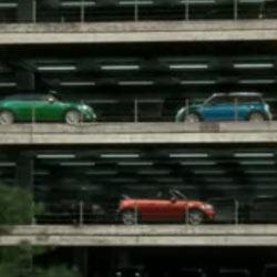 Mini busca la última plaza de aparcamiento libre en su nuevo spot televisivo