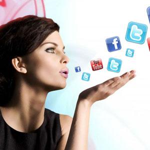 ¿Cómo influyen las mujeres en los social media?