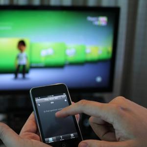 Los smarpthones son la gran amenaza de la publicidad en televisión